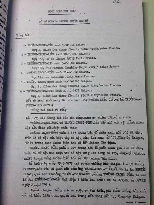 """""""Tờ tự nguyện chuyển quyền cho mẹ"""" ngày 19/10/1988"""