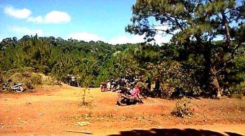 Khu vực rừng giáp biên giới nơi phát hiện thi thể chị Thắm và chiếc xe