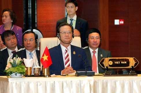 Thủ tướng Nguyễn Tấn Dũng và các thành viên Đoàn Việt Nam dự Hội nghị Cấp cao ASEAN 25 tại Myanmar