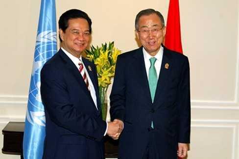 Thủ tướng Nguyễn Tấn Dũng gặp Tổng Thư ký LHQ Ban Ki-moon tại Myanmar