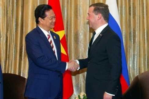 Thủ tướng Nguyễn Tấn Dũng và Thủ tướng LB Nga Medvedev trong cuộc tiếp xúc song phương chính thức tại Myanmar ngày 12/11/2014
