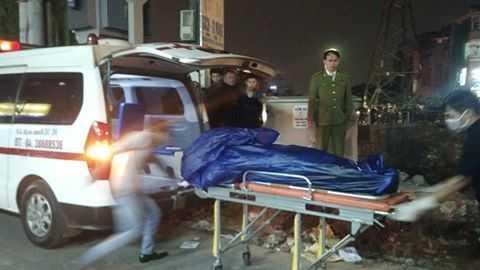 Thi thể nạn nhân được cơ quan chức năng chuyển khỏi hiện trường
