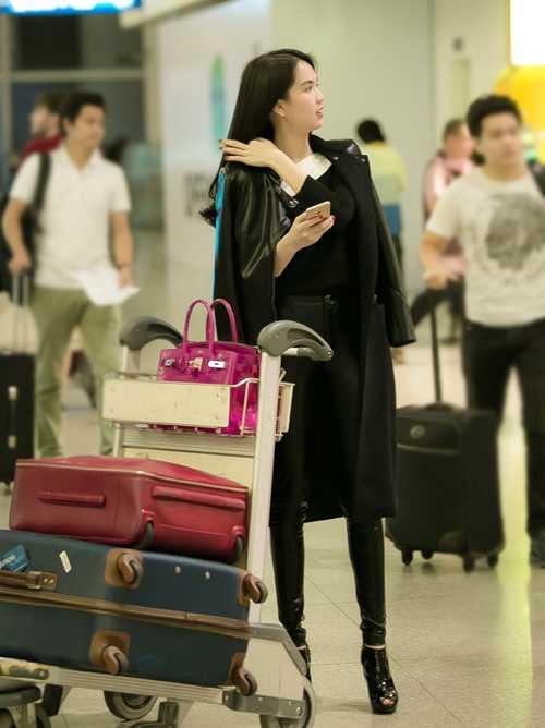 Ngọc Trinh tiết lộ, cô vừa trúng show làm gương mặt đại diệncho một hãng mỹ phẩm với cát-xê cao ngất ngưởng, hơn 1 tỷ đồng.