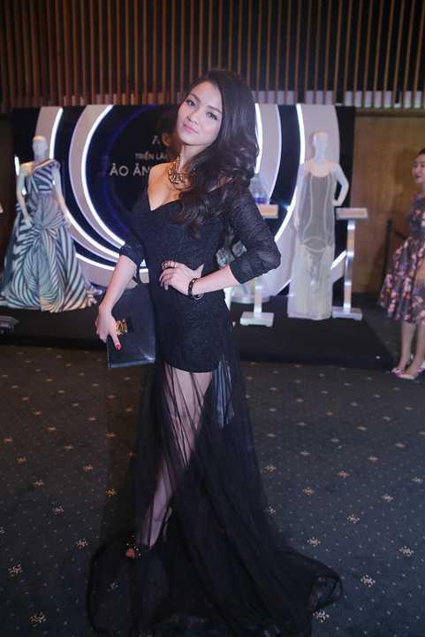 Nữ ca sỹ, cựu hotgirl Hà thành một thời Thuỷ Top trở thành tâm điểm tại một sự kiện nhờ gu thời trang cuốn hút.