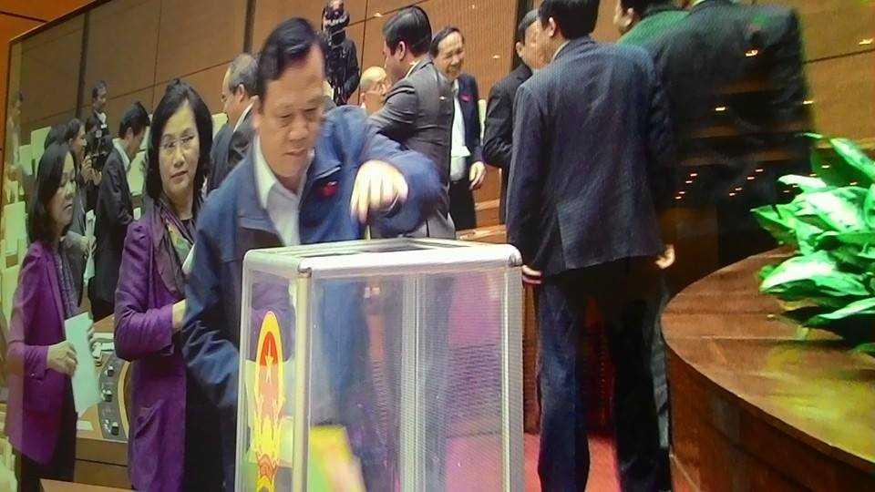 Đúng 9h00 sáng nay (15/11) ĐBQH đã bỏ phiếu tín nhiệm với 50 chức danh do Quốc hội bầu và phê chuẩn (Ảnh MQ)
