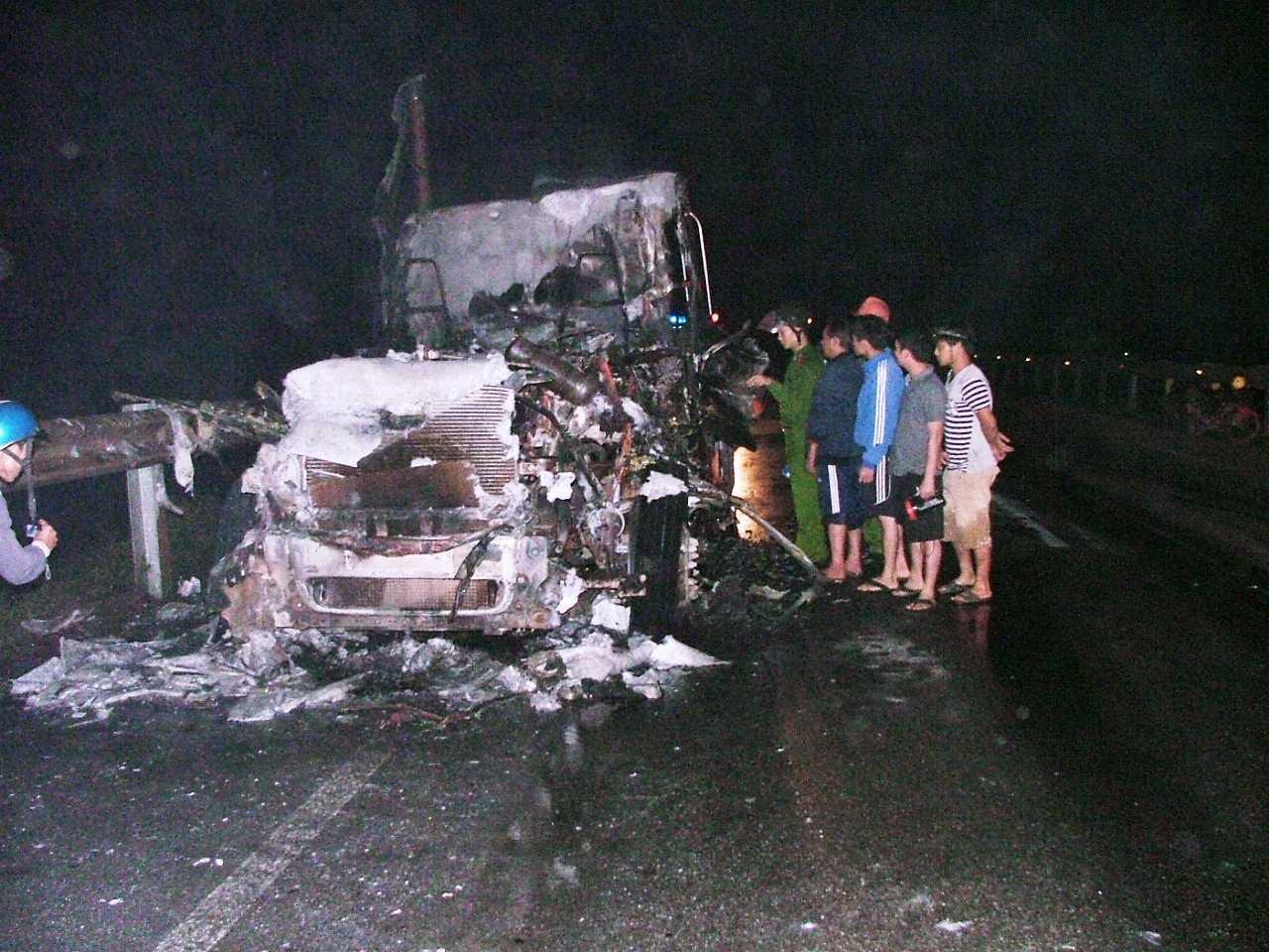 Hiện trường chiếc xe bị cháy