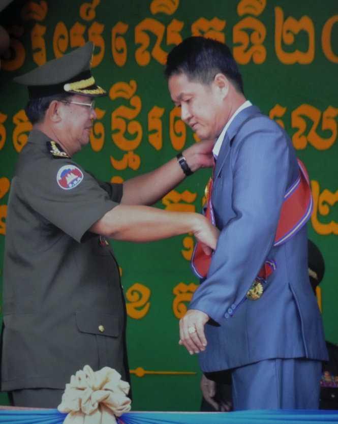 Ông Trần Quốc Hải được trao tặng huân chương Vương quốc Campuchia