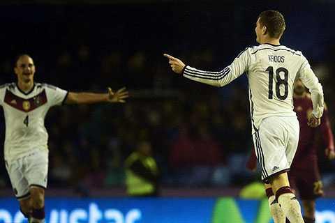 Toni Kroos ghi bàn thắng muộn