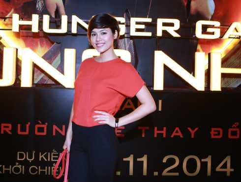 Trong buổi ra mắt phim 'The Hunger Games: Húng nhại', Á hậu Hoàng My xuất hiện giản dị đáng ngạc nhiên.