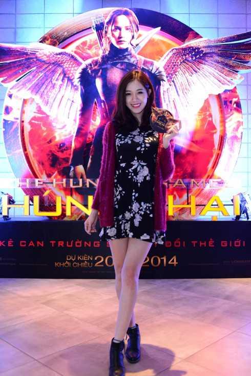 Hot girl Hà Min khoe chân dài miên man trong tiết trời giá lạnh của Hà Nội.