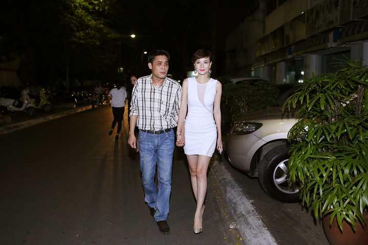 Ngoài ra, trên trang cá nhân facebook của Dương Yến Ngọc cũng được update nhiều hình ảnh về hai con và hoạt động thường ngày của cô. Tuy nhiên, hình ảnh của ông xã Dương Yến Ngọc lại khá              hiếm hoi dẫn đến nhiều lời đồn đoán rằng tình cảm của vợ chồng cô không              được suôn sẻ.