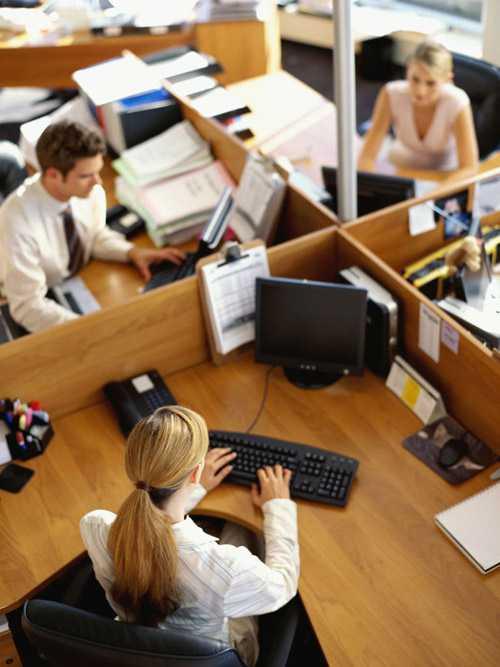Dù cho được bố trí một chỗ làm việc              không ưng ý thì bạn cũng đừng quá lo lắng vì có rất nhiều cách để cải              thiện tình hình tốt đẹp lên.