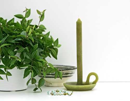 Có thể mang đến văn phòng những vật dụng nhỏ để tạo thêm cảm xúc, năng lượng khi làm việc như cây xanh, khung ảnh...