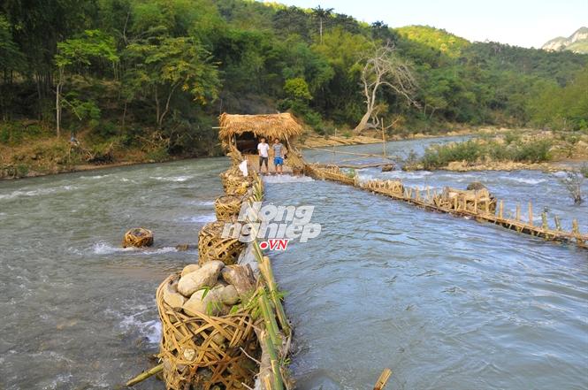 Chặng bẫy cá của người Thái ở bản Na Lạc