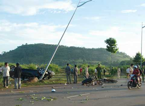 Vụ tai nạn giao thông đặc biệt nghiêm trọng khiến 9 người thương vong - (Ảnh: BRVT)