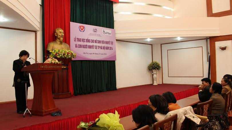 GS.TS.TTND Huỳnh Thị Phương Liên - Chi hội trưởng Chi hội Nữ trí thức Liên ngành đọc khai mạc hội nghị