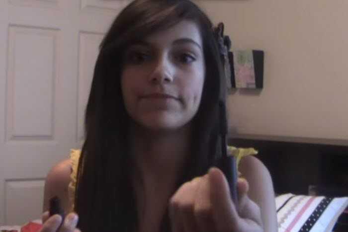 Hình ảnh từ video đầu tiên vào năm 2009 của ngôi sao YouTube Bethany Mota.