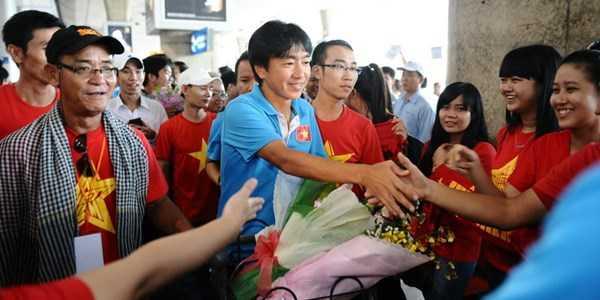 HLV Miura và các học trò được chào đón nồng nhiệt khi trở về Việt Nam