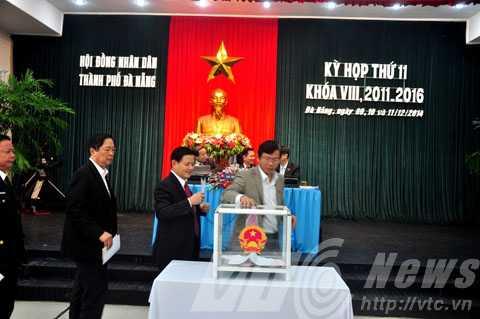 HĐND TP Đà Nẵng đã tiến hành bỏ phiếu tín nhiệm đối với 13 chức danh do HĐND thành phồ bầu.