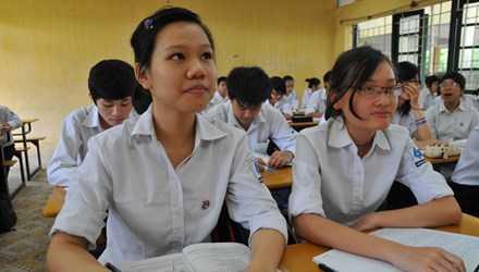 Học sinh THPT đang mong chờ các điểm mới trong kỳ thi tốt nghiệp 2015. Ảnh: Hồng Vĩnh.