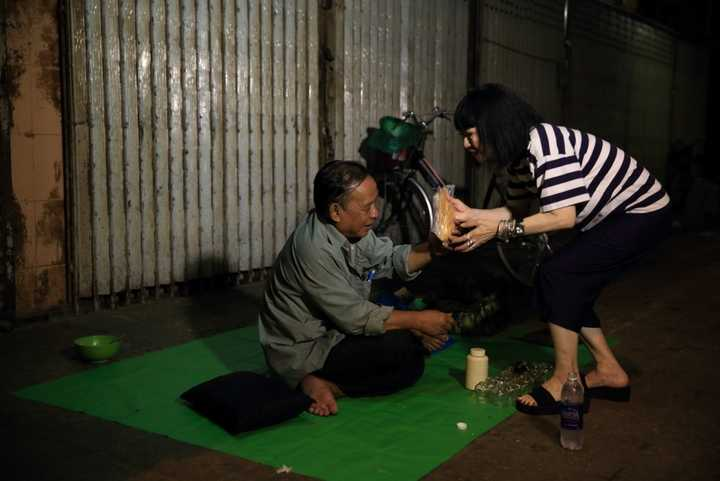 Hành trình đi đến thành công cũng như trong các hoạt động thiện nguyện, bên cạnh danh ca Bạch Yến luôn là người chồng hiểu, chia sẻ với cô rất nhiều.