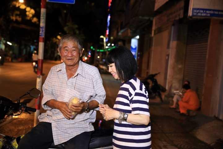 Bạch Yến               và chồng mình, giáo sư Trần Quang Hải cũng tham gia vào hội từ thiện Aide à Enfance du Viet Nam từ những ngày đầu thành lập năm 1970 chuyên giúp đỡ và nuôi dưỡng những trẻ em có hoàn cảnh khó khăn. Dường như chính những giây phút hoạt động xã hội quý giá này đã giúp nuôi dưỡng mãi cảm xúc đẹp trong giọng hát của danh ca Bạch Yến. Cũng như người bạn đời, người đồng hành quý giá, Giáo sư Trần Quang Hải, chính là nguồn tin yêu giúp danh ca Bạch Yến còn đứng trên sân khấu như ngày hôm nay.