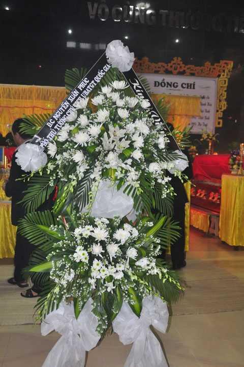 Vòng hoa chia buồn của Phó Thủ tướng Nguyễn Xuân Phúc, Chủ tịch Ủy ban an toàn giao thông quốc gia
