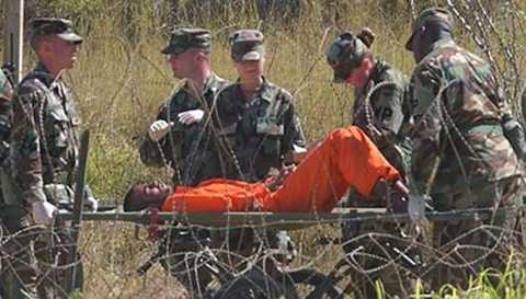 Tù nhân trong nhà tù bí mật của CIA tại Afghanistan đã được đưa đi chữa trị tâm lý sau khi bị tra tấn dã man năm 2002. Ảnh: AP