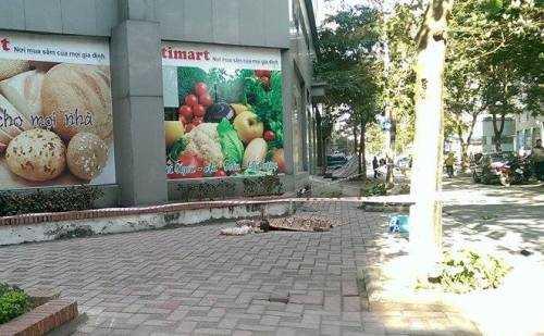 Nạn nhân tử vong sau khi rơi từ tầng cao chung cư Trung Hòa - Nhân Chính