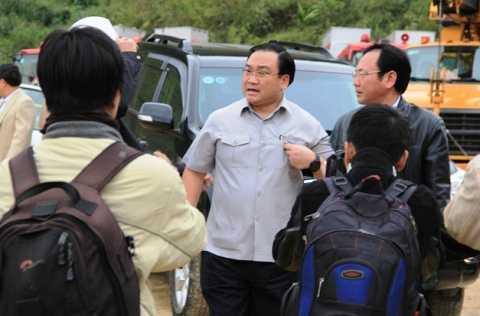 Phó Thủ tướng Hoàng Trung Hải đến hiện trường chỉ đạo công tác cứu hộ