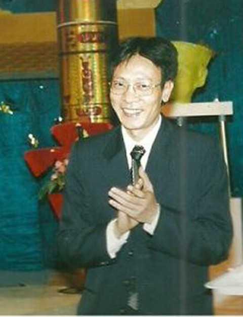 Đến nay dù đã bước sang tuổi 56 nhưng dường như từ ngoại hình đến phong cách dẫn chương trình của Lại Văn Sâm vẫn không thay đổi.