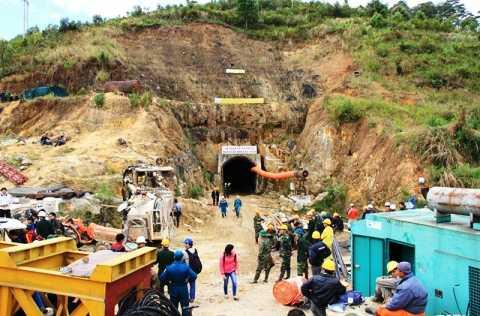 Quang cảnh khẩn trương cứu hộ tại hiện trường sập hầm thủy điện Đạ Dâng sáng nay (19/12)