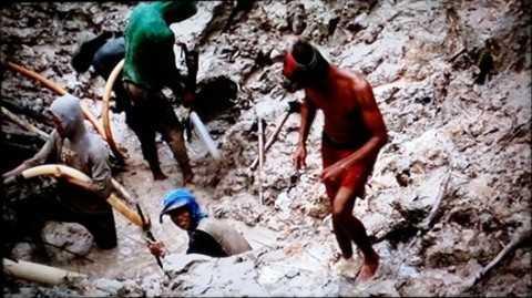 Theo BBC, người lao động ở đâyđều khai thác mỏ thiếc bằng tay. vàthường xuyên bị chôn sống.