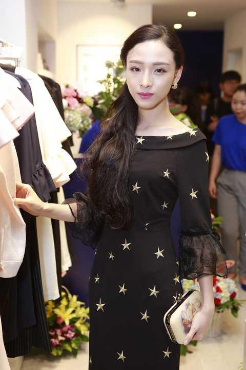 Hoa hậu người Việt tại Nga 2007 Trương Hồ Phương Nga luôn để lại ấn tượng cho người đối diện là vẻ đẹp mong manh, nhẹ nhàng