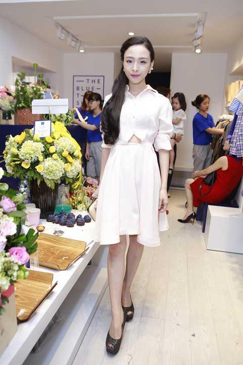 Sau thành công từ bộ sưu tập trong ELLE Fashion Show, NTK trẻ Lâm Gia Khang lại chứng tỏ sức lao động miệt mài của anh khi ngây lập tức cho ra mắt BST mới này.