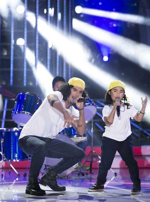 Kyo York và Uyên Nhi nhái rocker Phạm Anh Khoa