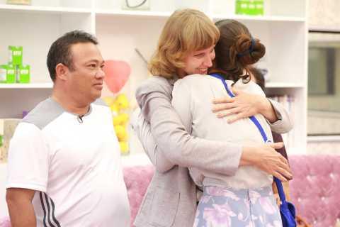Diana Nguyễn hạnh phúc khi gặp lại bố mẹ