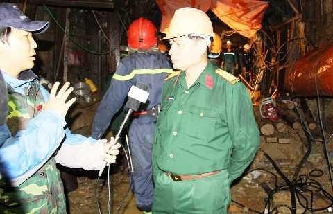 Đại tá Nguyễn Hữu Hùng - Phó tổng tham mưu binh chủng, công binh, Bộ quốc phòng chia sẻ, thành công trong việc giải cứu 12 công nhân mắc kẹt là nhờ phương pháp 'hầm trong cát'