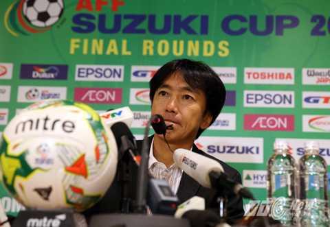 HLV Miura khá ngạc nhiên với bóng đá Việt Nam (Ảnh: Quang Minh)