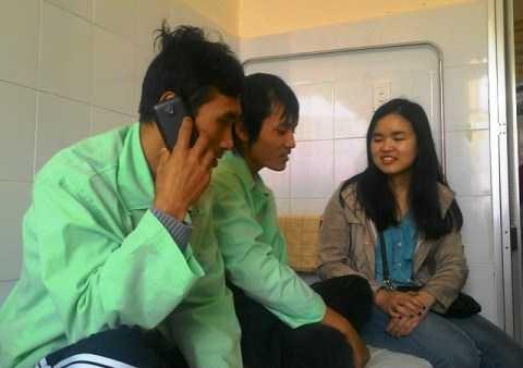 Nạn nhân Trương Tuấn Việt (SN 1984, ngụ Hà Nội) gọi điện báo tin cho gia đình khi được xuất viện