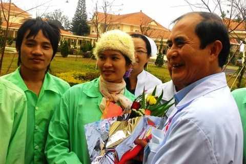Các bác sĩ Bệnh viện Đa khoa Lâm Đồng chúc bình an đến các nạn nhân