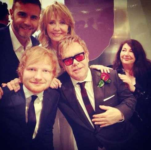 Gary Barlow, Ed Sheeran đến chúc mừng 'đàn anh'.