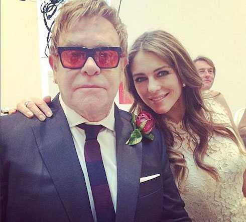 Elton John và Elizabeth Hurley.