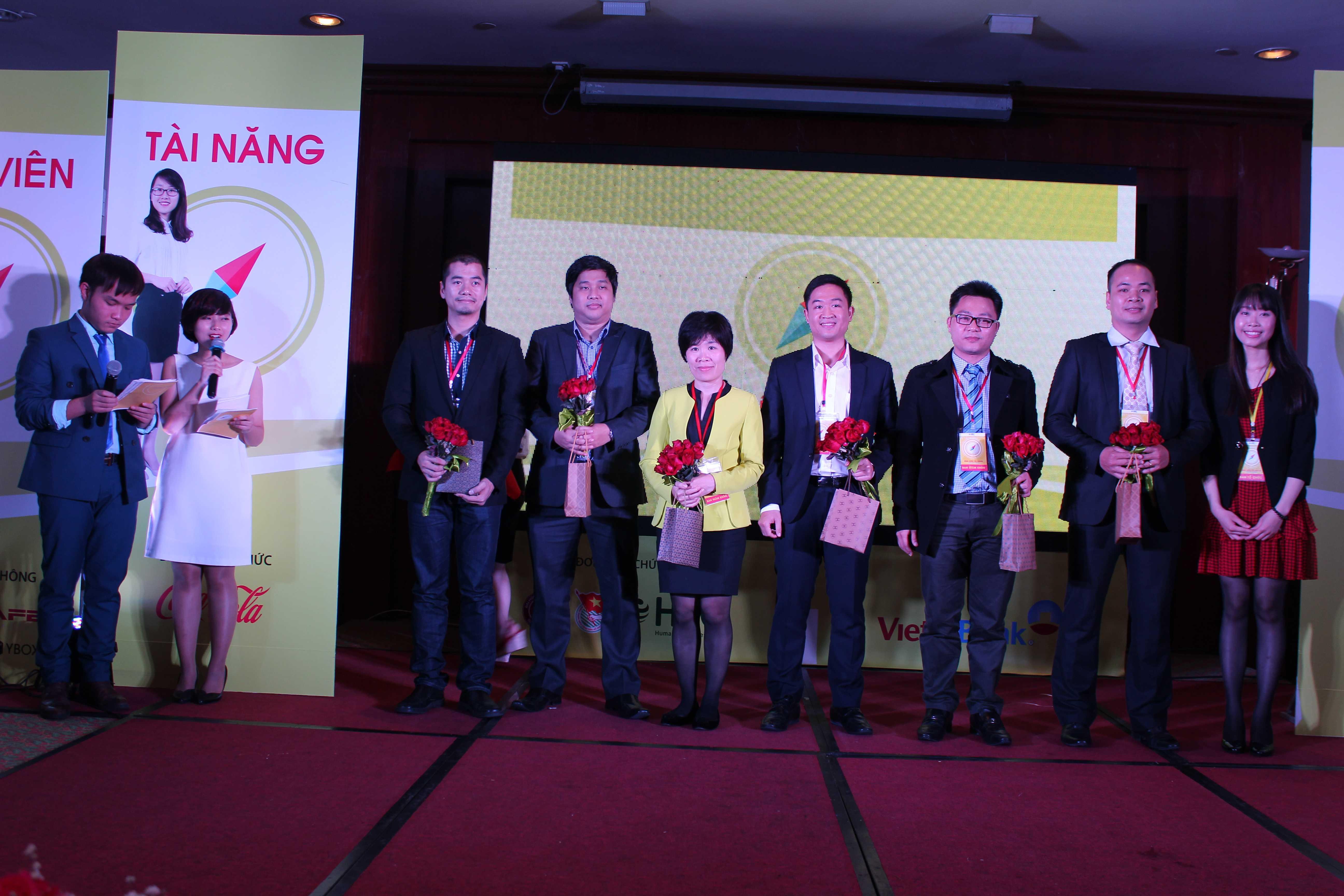 Ban giám khảo cùng các nhà tài trợ, bảo trợ thông tin cho cuộc thi.