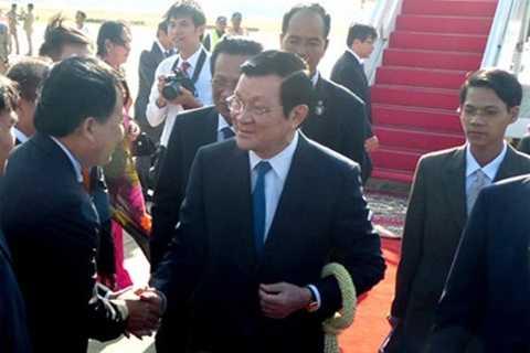 Chủ tịch nước Trương Tấn Sang và đoàn cấp cao Việt Nam tới Campuchia