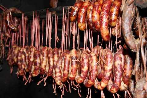 Lạp xường từ lợn rừng... được nhiều người ưa chuộng