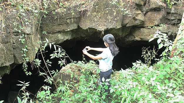 Một hang động tại khu vực thác Gia Long, Đray Sáp liên thông đến miệng núi lửa ở buôn Choah cách đó trên 10km - Ảnh: Hà Bình