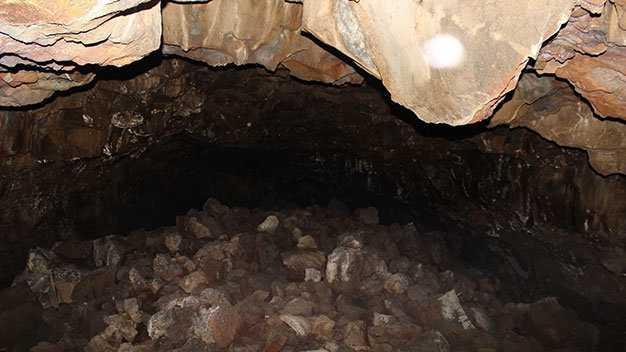 Một hang động tại khu vực thác Gia Long, Đray Sáp - Ảnh: Hà Bình