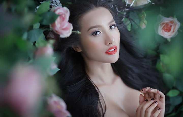 'Trong dịp tết dương lịch, Trương Nhi sẽ sang Mĩ để du lịch và đón năm mới cùng anh Lương Bằng Quang. Và sau đó lại trở lại với những dự án khác'