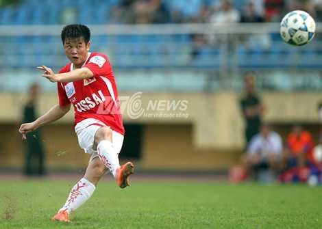 Văn Quyến sẽ trở lại thi đấu tại V-League 2015 (Ảnh: Quang Minh)
